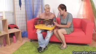 GRANNYBET - Granny games with sexy neighbor