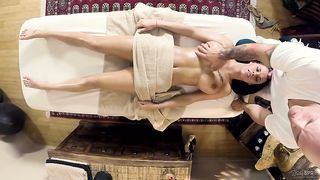 Peta Jensen fell in love with her tattooed massage therapist and asked him to screw her