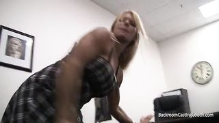 BACKROOM CASTING BED - Bodybuilder mother I'd like to fuck Auditions