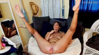 Lascivious older mother i'd like to fuck widens legs and shows feet soles